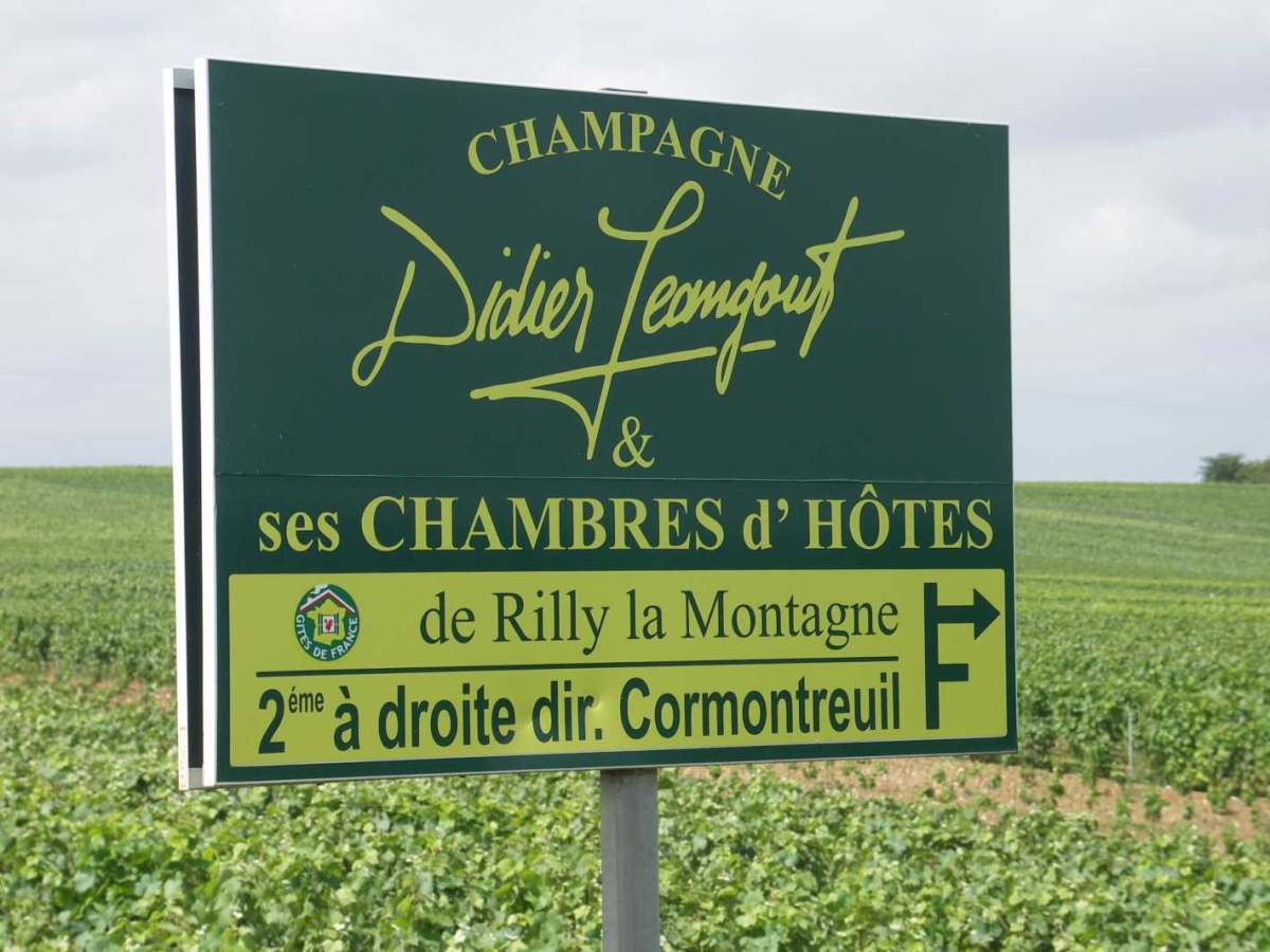 ortschild-wegweiser-in-der-champagne